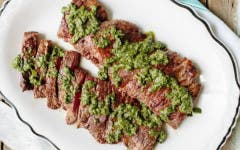 Filete de falda de res con chimichurri